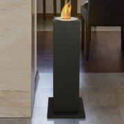 Aedea, une cheminée bio éthanol sur une colonne noir, très originale.