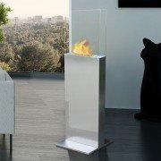 Clio, une colonne en Inox brossé surmontée d'une cheminée bio éthanol.